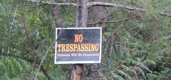 No Trepassing sign