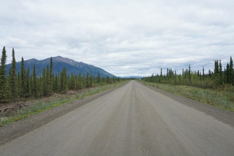 The gravel road to Keno City yukon